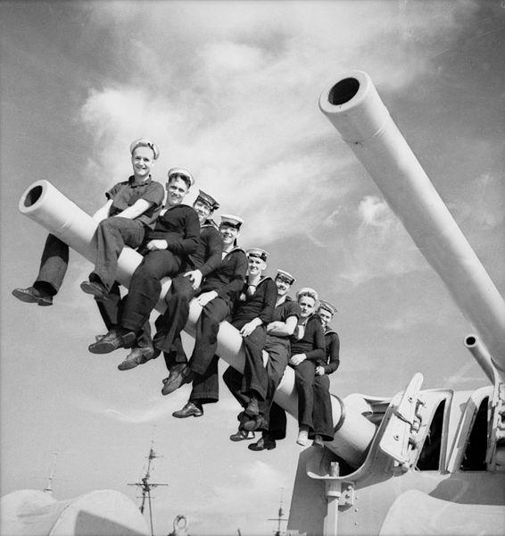 HMAS Perths main guns