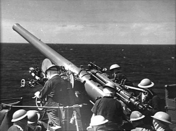 QF_4_inch_Mk_V_gun_HMAS_Sydney_1941