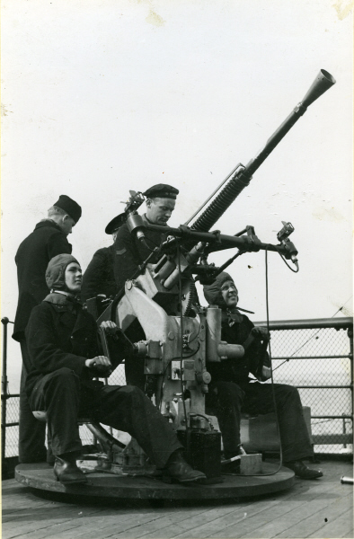 AA_gun_on_HMS_Malmo