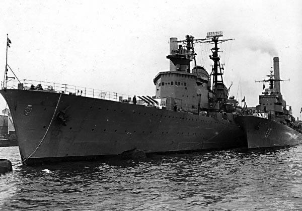 Göta Lejon and the destroyer Uppland