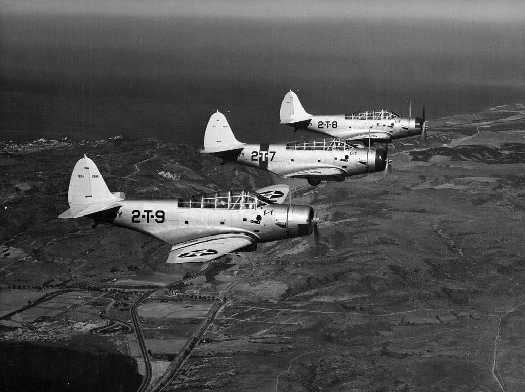 TBD_Devastators_of_VT-2_in_flight_c1938
