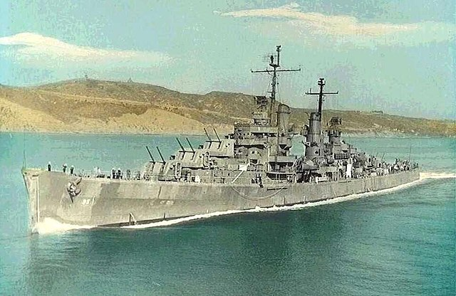 USS Oakland underway in 1945, color photo (cc) src navsource.org