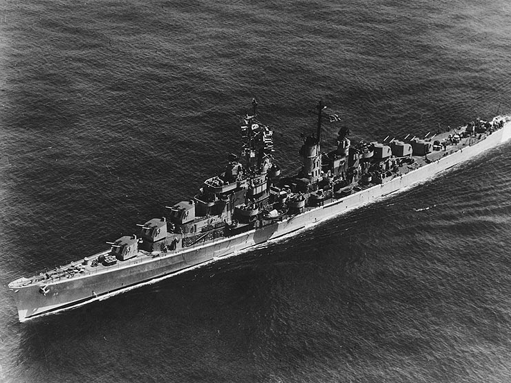 USS Tucson (CL-98) underway, circa the later 1940s