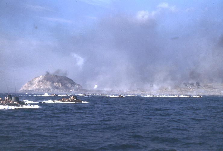 Iwo_Jima_landing_color_USN