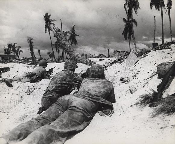 Marines_Advance_on_Japanese_PillBoxes_Tarawa_November_1943