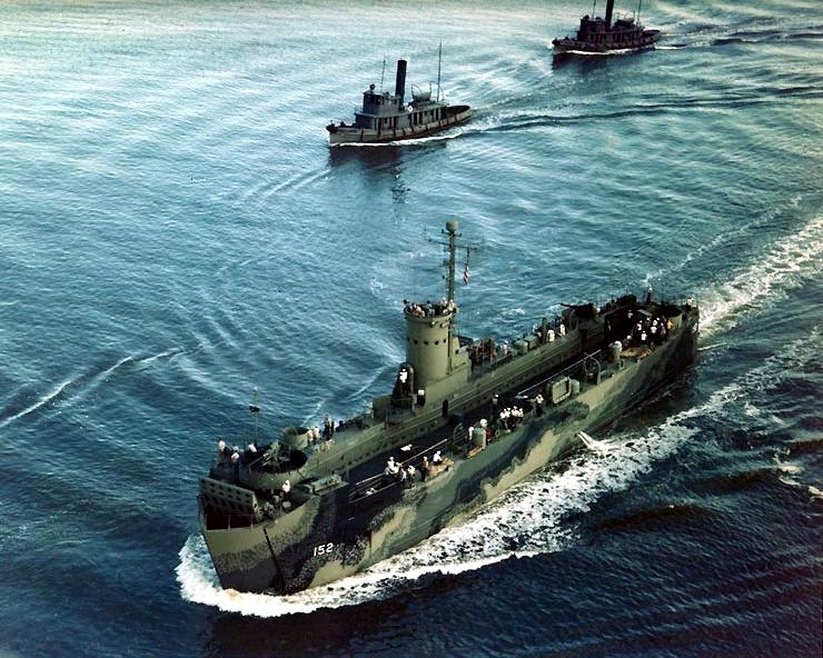USS_LSM-152_underway_off_Charleston_Navy_Yard_in_1944