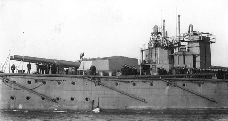 HMS Vanguard aft guns